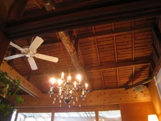 64Cafe+Ranai屋内の天井