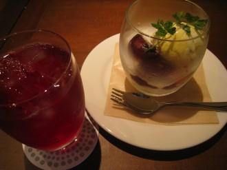 クランベリージュース・いちぢくのコンポートとバニラアイス