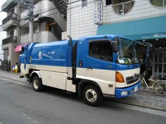 川崎市のごみ収集車