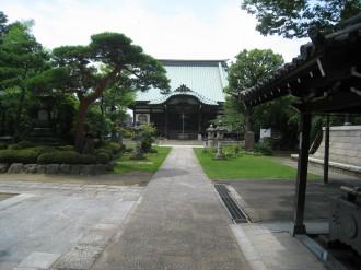 西明寺の境内