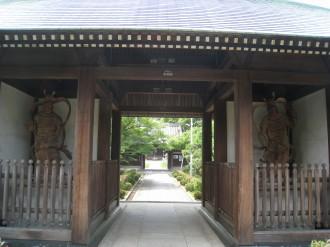 西明寺の正門