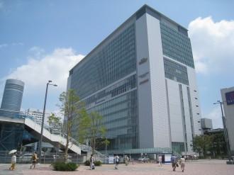 新横浜駅とキュービックプラザ新横浜