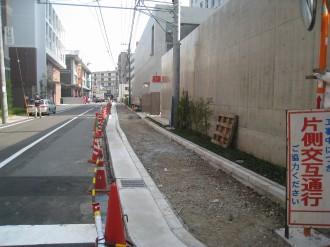 中原警察署新庁舎前の歩道(全景)