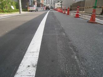 歩道工事によるセンターラインの移動