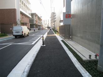 中原警察署前の歩道