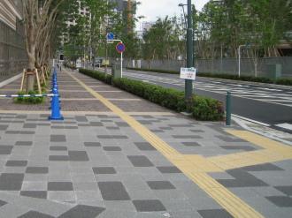 都市計画道路 武蔵小杉駅南口線の点字ブロック