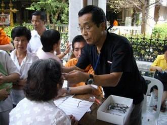 メガネのオーサカ タイボランティア活動