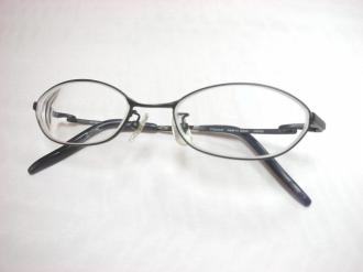 寄付された状態のメガネ