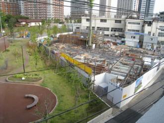 プラウド武蔵小杉グリーンフロントと中丸子まるっこ公園