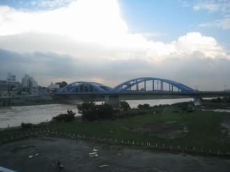 増水が落ち着いた多摩川(17時頃・東急線橋梁より)