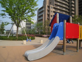 北側公開空地の遊具