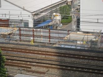 横須賀線下り線の橋脚(拡大)